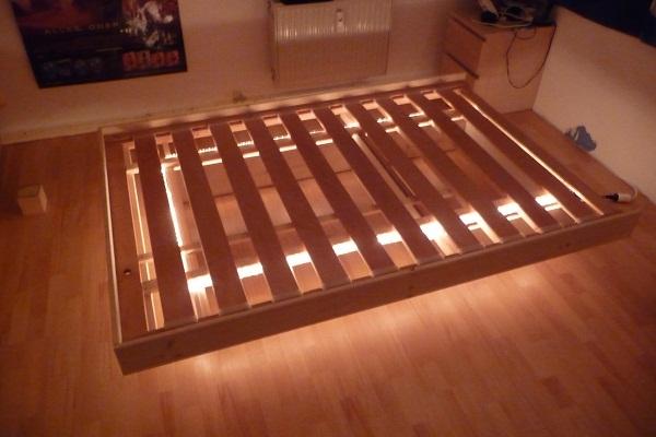 schwebebett. Black Bedroom Furniture Sets. Home Design Ideas
